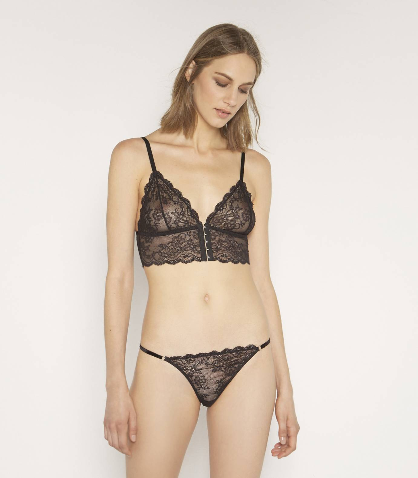 G-string lace knickers