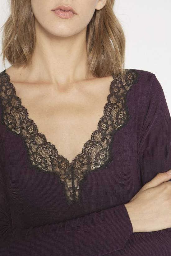 Ribbed nightie with lace trim AUBERGINE