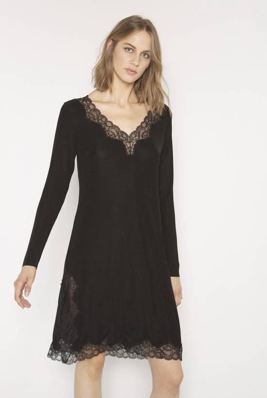 Ribbed nightie with lace trim